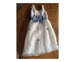 Belle robe ivoire petite fille